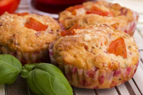 Рецепт: маффины с сыром и ветчиной