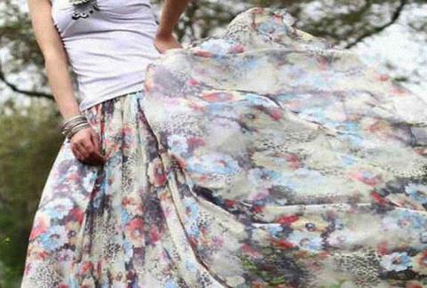 Почему юбку нужно надевать и снимать через голову?