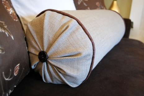 Как сшить диванную подушку-валик