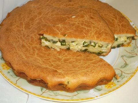 Заливной пирог: сытный ужин для всей семьи за считанные минуты