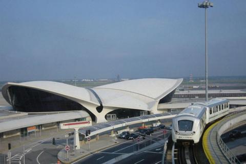 Украинским депутатам посоветовали переименовать аэропорт Кеннеди в честь Бандеры