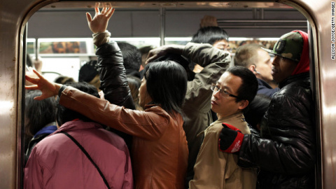 Как войти в переполненный вагон метро