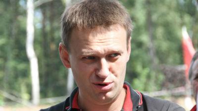 Навального закидали яйцами в Новосибирске