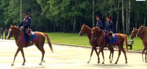 Отряд казаков из Москвы выступил в конный поход на Берлин