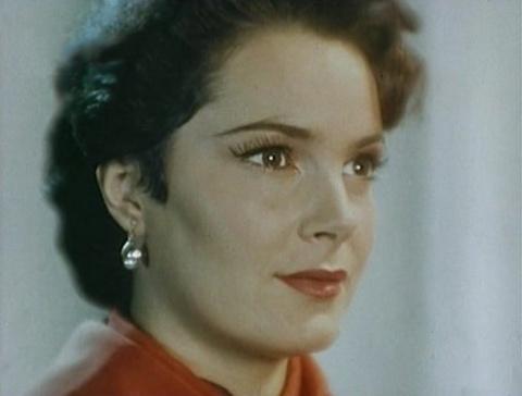Ее завораживающей красотой любовалась вся страна, но вот как строгая и неприступная актриса живет сейчас