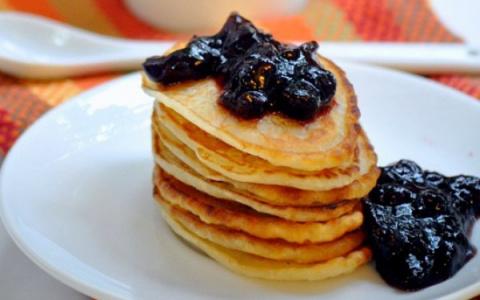 Готовим оладьи с ванилью и корицей на завтрак