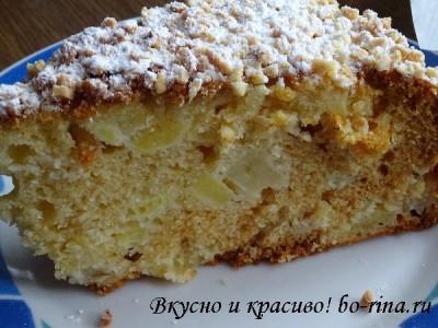 Рецепт на выходные.  Медовый пирог с яблоками и орехами