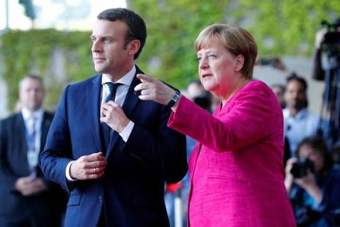 Макрон и Меркель требуют прекращения огня в Донбассе