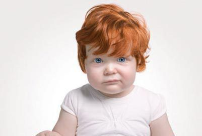 Почему рождается ребенок с рыжими волосами