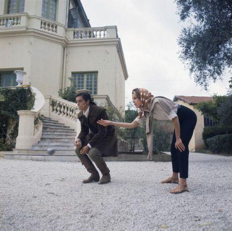 """Джейн Фонда и Ален Делон во время съемок фильма """"Хищники""""."""