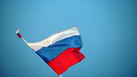 На административных зданиях Луганска появились флаги РФ