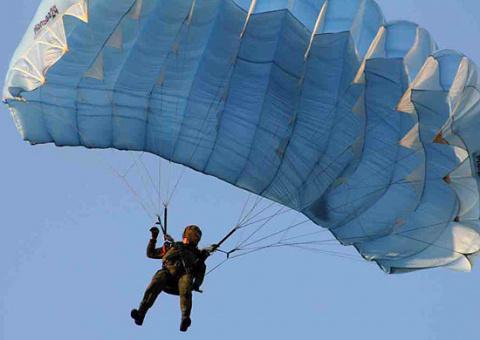 Подразделения спецназа ВВО получили на вооружение партию парашютных систем «Арбалет»