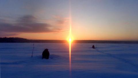 Онежские рыбаки не боятся мороза и ловят огромных щук