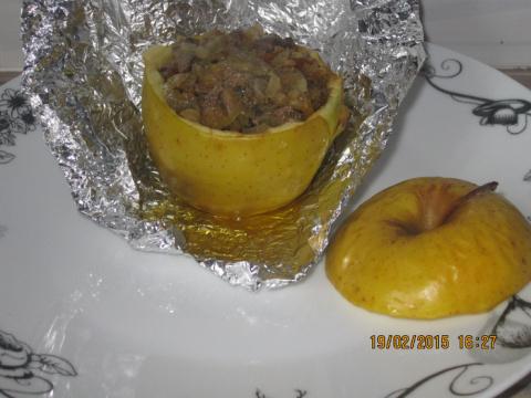 Печень в запеченном яблоке