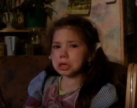Забавное видео - Василиса - 6 лет, рассуждает о тяжёлой жизни без своего друга, которого выкинули...