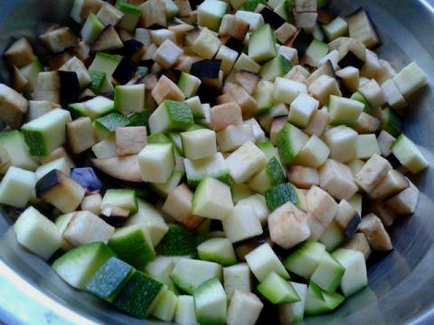 Нежное лечо с ранними овощами.
