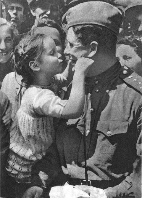 Красная Армия спасла столицу Чехословакии от уничтожения