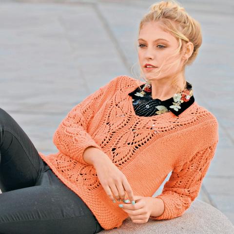 Пуловер с ажурными листьями спицами