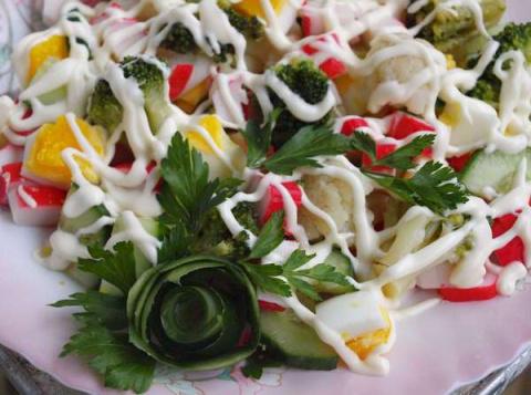 Четыре варианта крабового салата