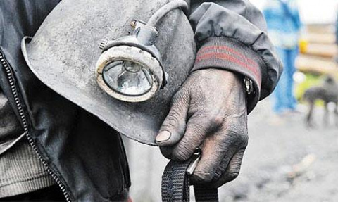 Украинские шахтеры бастуют у здания Рады