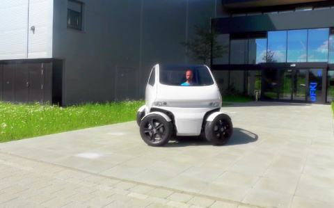 Микро-автомобиль для мегаполиса и блондинок