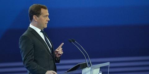 Медведев: страны Запада сами придут и предложат снять санкции