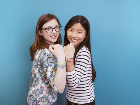Браслет Jewelbots увлечет девочек программированием