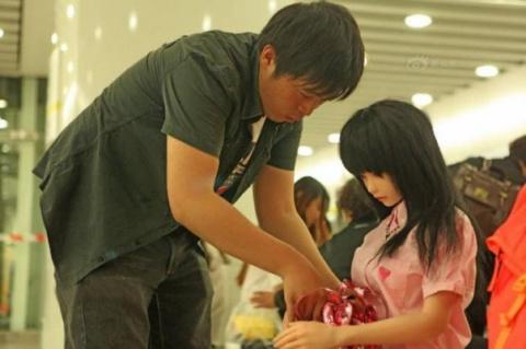Китаец и его дочь-кукла