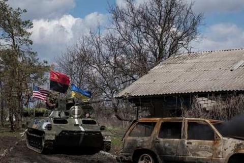 Украинские броневики под флагами США пошли в атаку на ополчение Донбасса