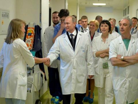 """Артподготовка началась"". Зачем Путин намекнул на платную медицину"