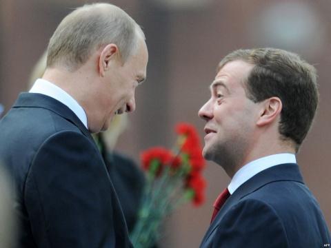 Путин утроил зарплату себе и Медведеву