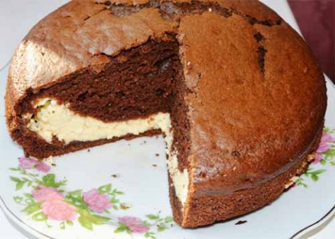 Шоколадный пирог с творогом и сгущенкой
