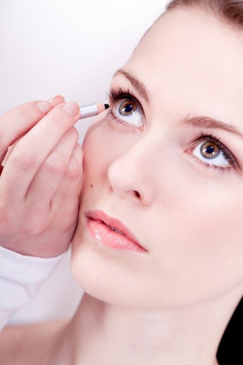 Как увеличить глаза в нюдово…