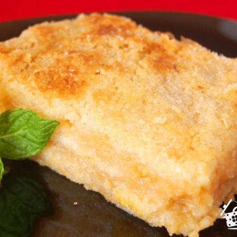 Насыпной яблочный пирог, очень похожий на пирожные