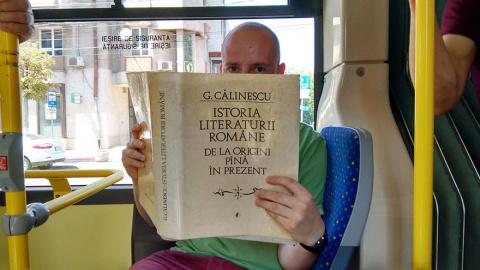 Румынский город ввел бесплатный проезд для читающих пассажиров