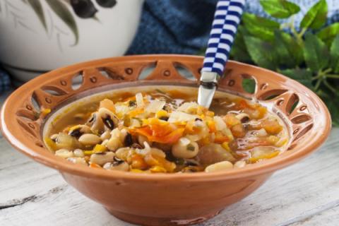 Греческий суп из фасоли