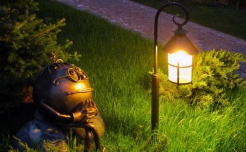 Делаем дачу романтичнее и привлекательнее с помощью подсветки