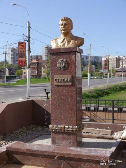 Против памятников Сталину в первую очередь те люди, которые за памятники Власову.?
