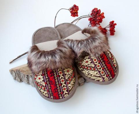 Теплые и стильные домашние тапочки