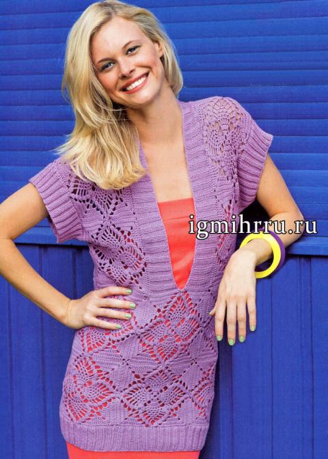 Удлиненный сиреневый пуловер с глубоким V-образным вырезом и красивыми цветочными квадратами