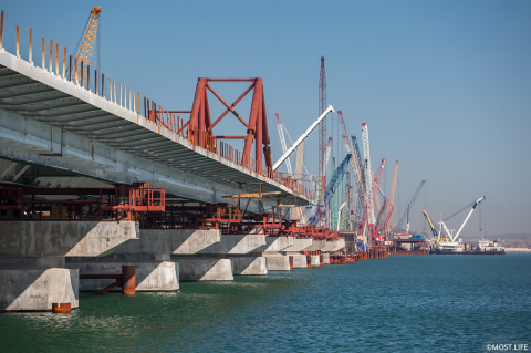 Мост в Крым почти готов. Осталось несколько месяцев
