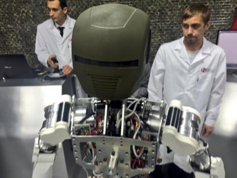 Будущие киборги. Российские антропоморфные роботы: демонстрация первых прототипов