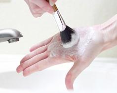 Как ухаживать за кистями для макияжа