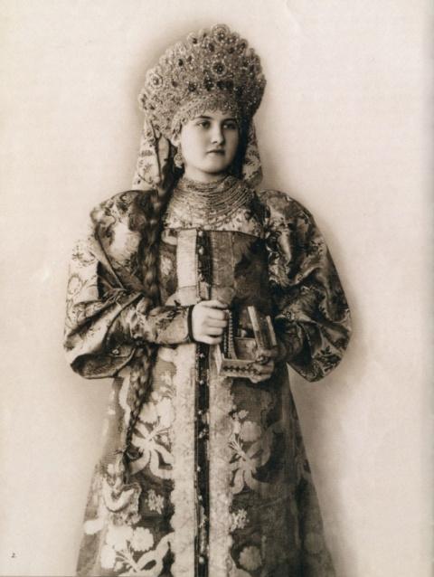Царевны-Лебеди —  фотопортреты русских красавиц в национальных костюмах для Парижской выставки