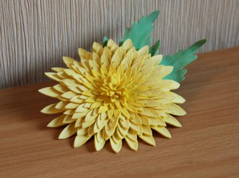 Брошь-хризантема