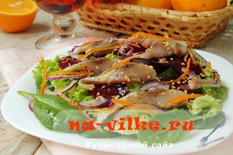 Салат из селедки, свеклы и с…