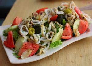 Постный салат с кальмаром