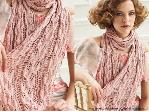 Нежный розовый шарф со спущенными петлями