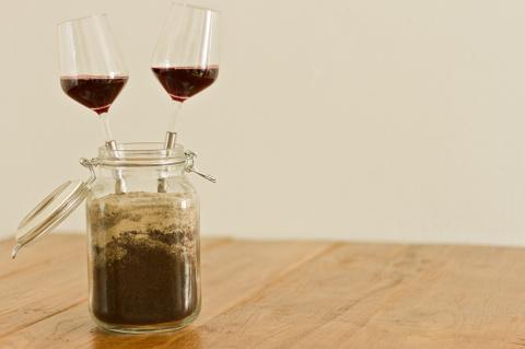Бокал вина на свежем воздухе