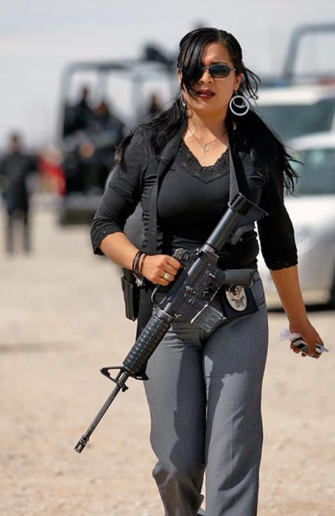 Женщины-полицейские разных стран мира. Я б такой и сам сдался!
